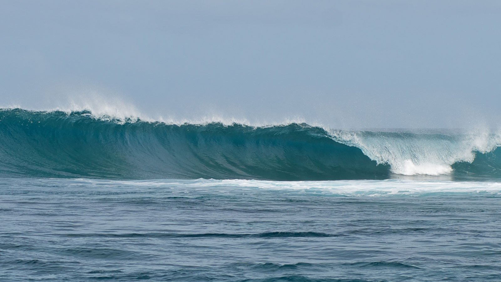 Surfing Maldives Laamu